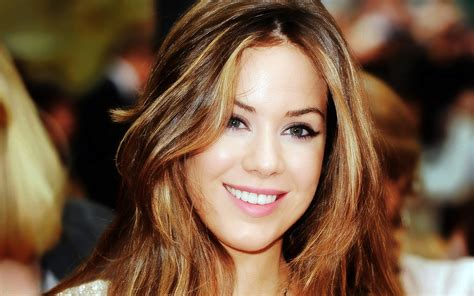 Roxanne Mckee Wallpapers Images Photos Pictures Backgrounds